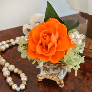 お歳暮ギフト プリザーブドフラワー ユニックオランジュ アレンジのバラ